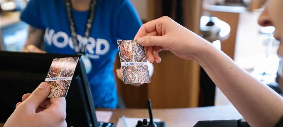 Benefits of having a custom business card worthview colourmoves