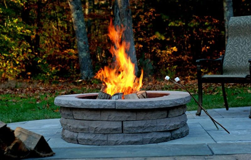 5 tips to building your own fire pit worthview. Black Bedroom Furniture Sets. Home Design Ideas
