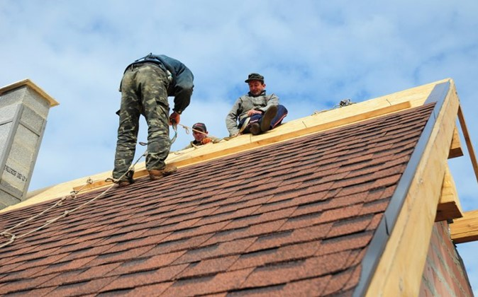 5 Benefits of Hiring a Professional Roofing Company - WorthvieW